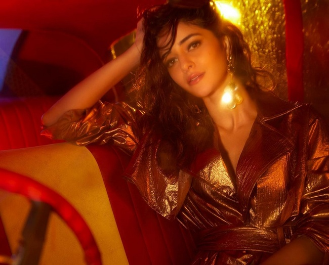 Actress Gallery: Ananya panday poses In A Trendy Outfit