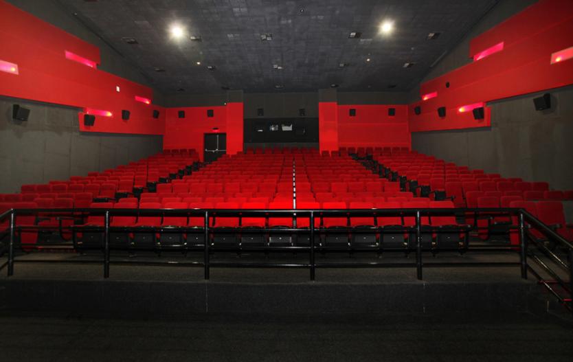 असोज दोस्रो सातादेखि फिल्म हलहरु खुल्ने, कुन-कुन फिल्म छन् त लाइनमा ?