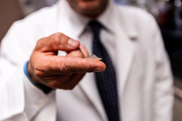 Presentan un prototipo de vacuna contra la COVID-19 que se administra como un parche