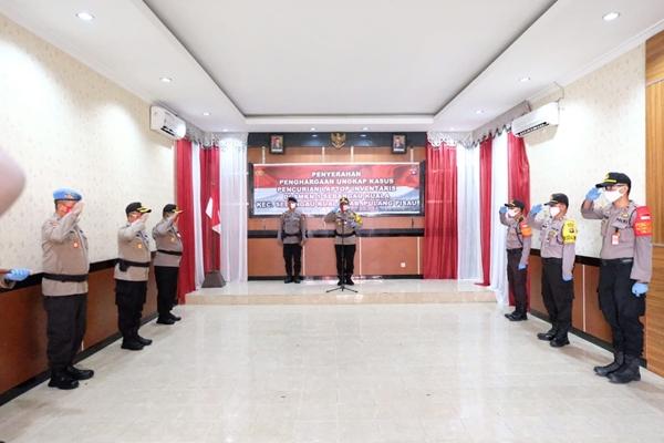 Berhasil Ungkap Kasus Curat, Kapolda Kalteng Berikan Penghargaan kepada 5 personil Polres Pulpis