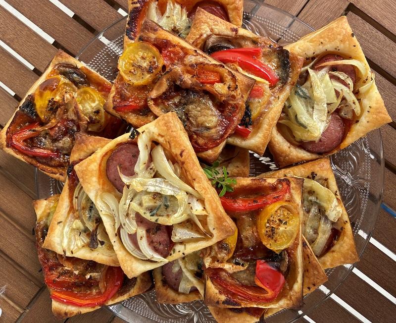 Mini pizzerinki z ciasta francuskiego