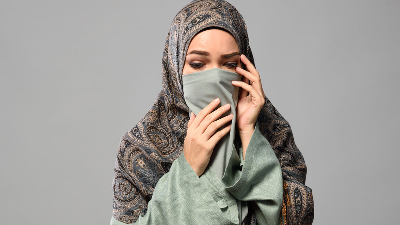 Dewi Sandra artis cantik pakai Hijab manis