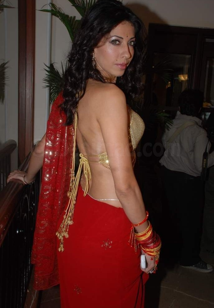 Vida Samadzai Sexy Back, Vida Samadzai in Red Saree & Golden Blouse, Vida Samadzai in India, Vida Samadzai Hot Photos, Vida Samadzai Sexy Pictures