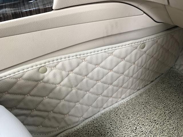 thảm lót sàn da màu trắng