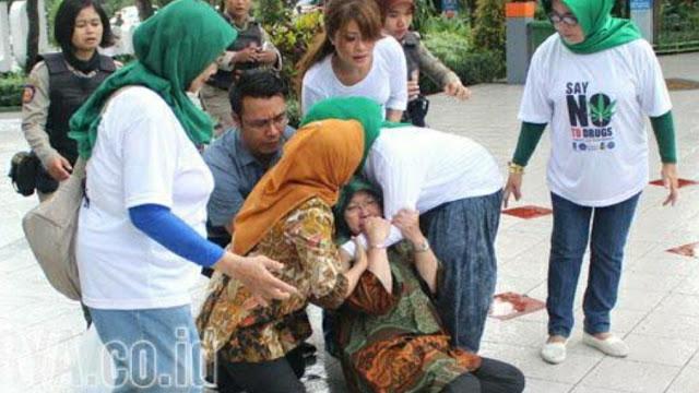 Hot News Risma Jatuh Pingsan saat Rapat dengan Komite Sekolah