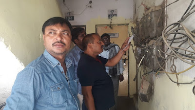Electricity Officials Cuts Lights Of Defaulters Uttar Pradesh