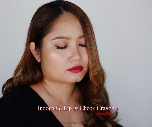 indoganic lip & cheek crayon shade lip swatch coral crush naturally nude rosy red