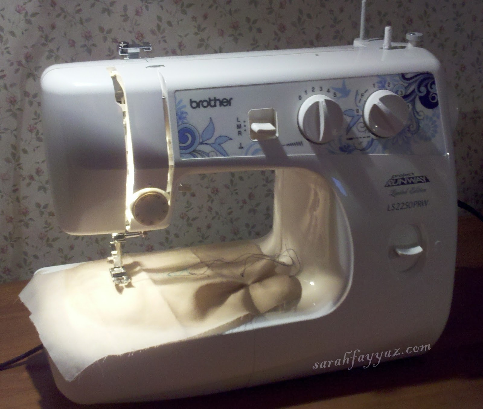 Brother project runway sewing machine ls2250prw