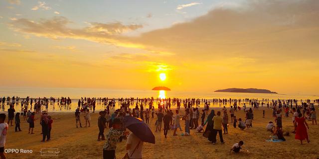 Melihat Matahari Terbenam di Pantai Tanjung Aru, Kota Kinabalu