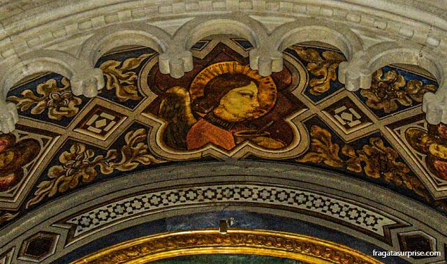 Detalhe de um afresco pré-Renascentista na Igreja de São Francisco, em Fiésole