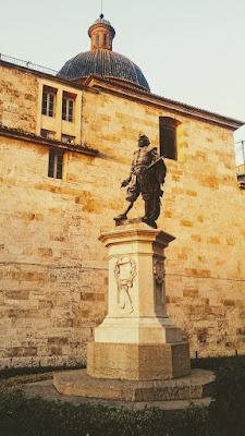 Estatua de José de Ribera, por Mariano Benlliure, ubicada en la plaza del poeta Llorente en Valencia