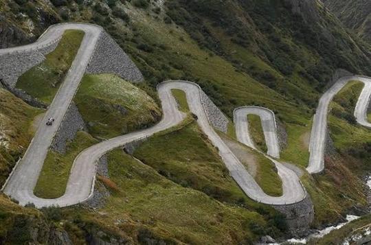 Kenapa Jalan di Pegunungan Dibuat Berkelok-kelok, Bukannya Lurus Saja?