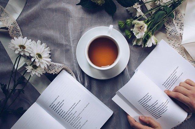 gambar buku dan kopi
