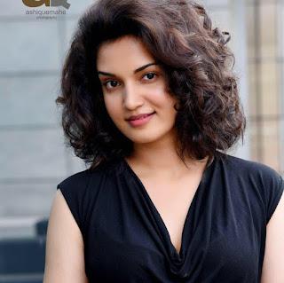 Honey Rose hot, actress, photos, marriage, malayalam actress, in saree, videos, optometrist, movies, age, wiki, biography