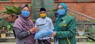Cegah Covid-19, PKB Jepara Bagikan Masker dan Hand Sanitizer