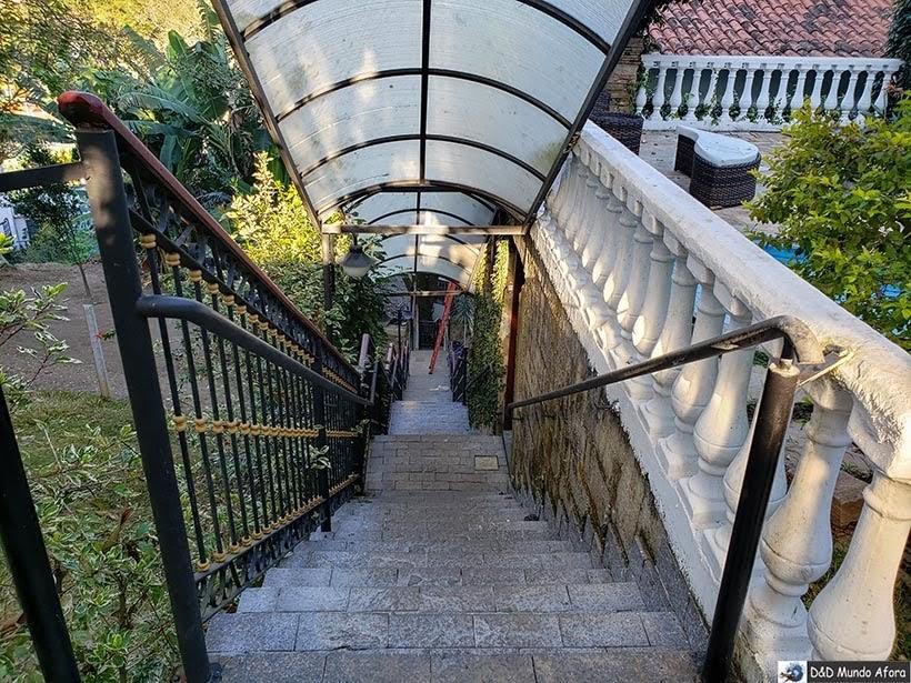 Acesso ao estacionamento e aos quartos luxo - Pousada Arcadia Mineira em Ouro Preto