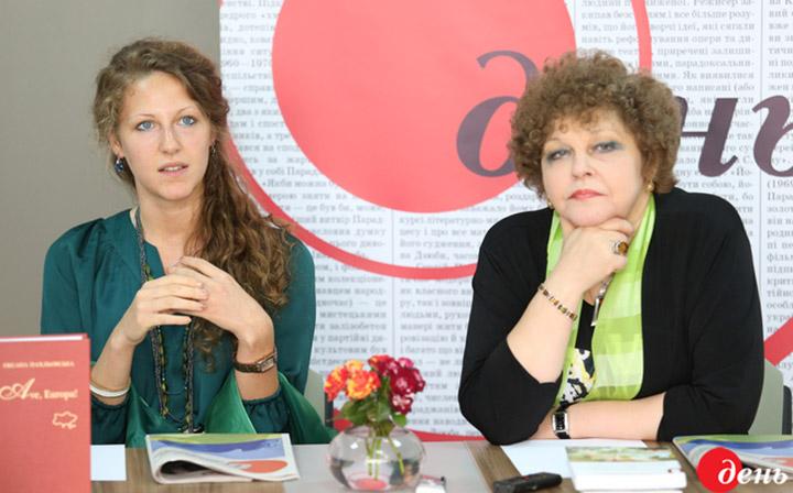 Ярослава Франческа Барб'єрі та Оксана Пахльовська в редакції газети «День»