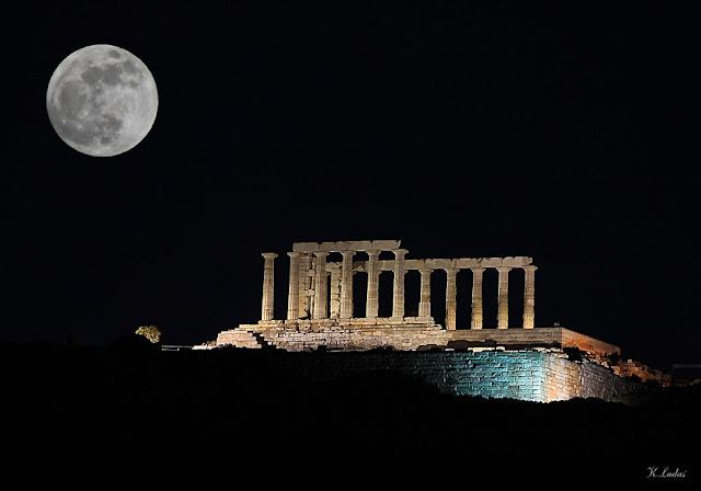 Πανσεληνος στον ναο του Ποσειδωνα στο Σουνιο