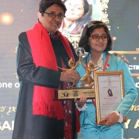 Anantya Anand receiving Global Child- prodigy Award  2020