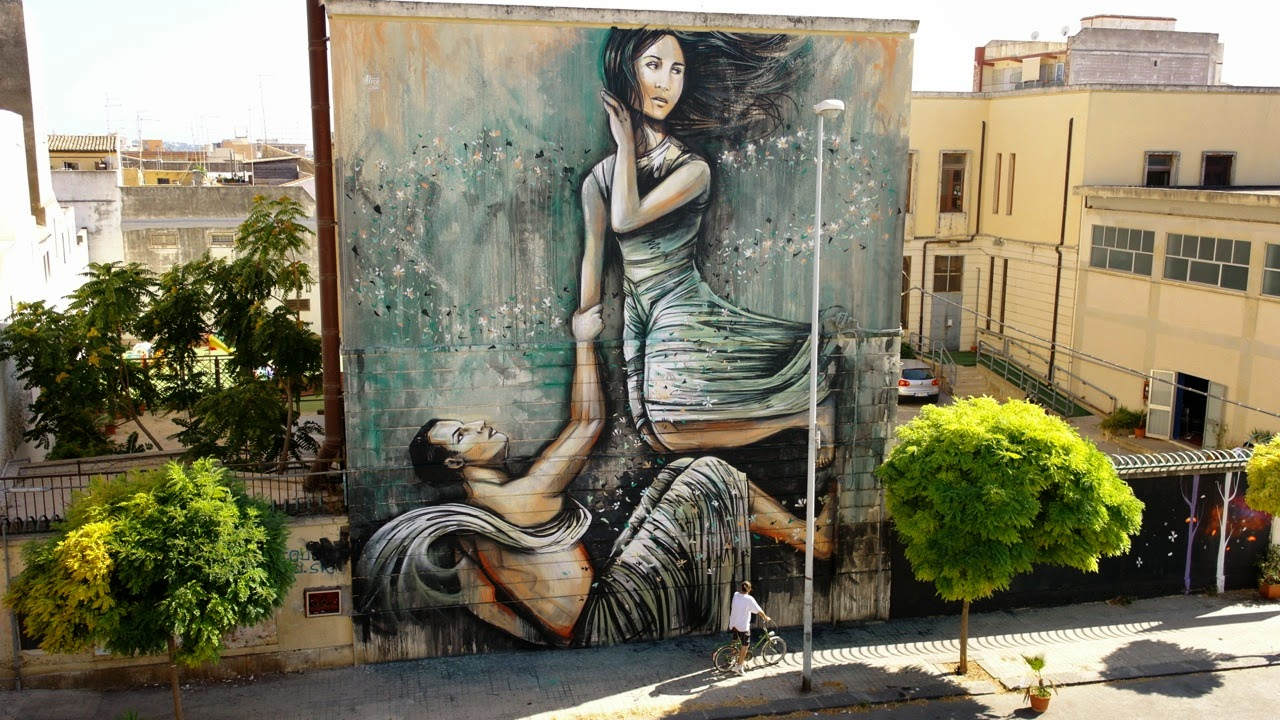 Alice is spending some time on the beautiful island of Sicily in Italy where she just finished working on this new piece on the streets of Syracuse.