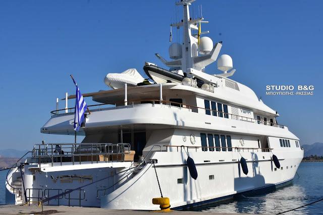 Το αφεντικό της ΑΕΚ Δημήτρης Μελισσανίδης στο Ναύπλιο με την εντυπωσιακή θαλαμηγό VERA