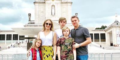 imagem Angélica, Huck e família em Fátima, Portugal