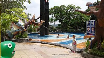 Jungle toon swimming pool
