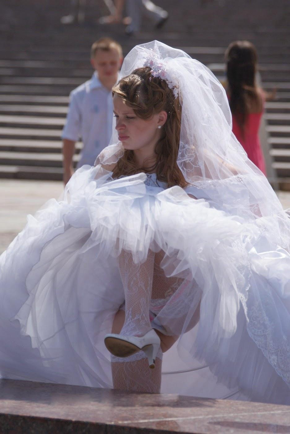 Фото на улице задница в прозрачном платье нас можете
