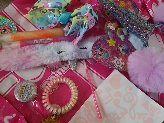 Rainbocorns-Big-Bow-Surprise-accessories-unwrapped