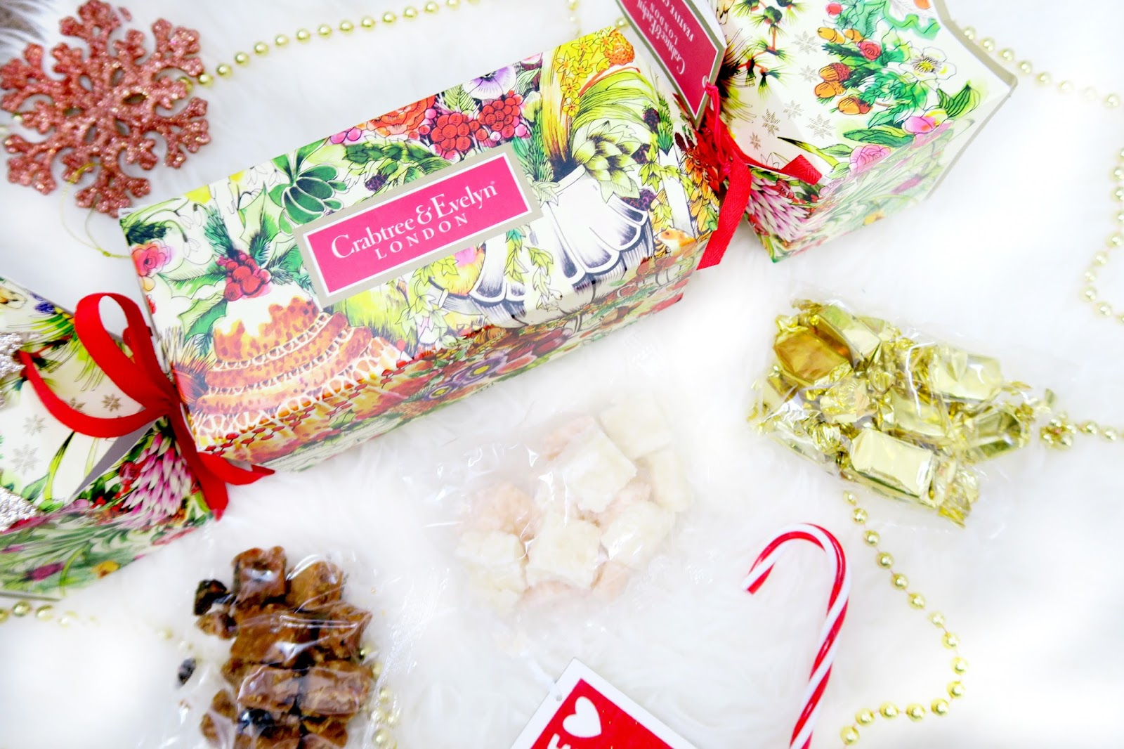 an image of crabtree & evelyn festive food cracker