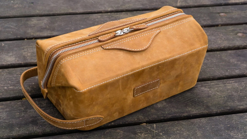 LEATHER DOPP KIT - CRAZY HORSE BROWN
