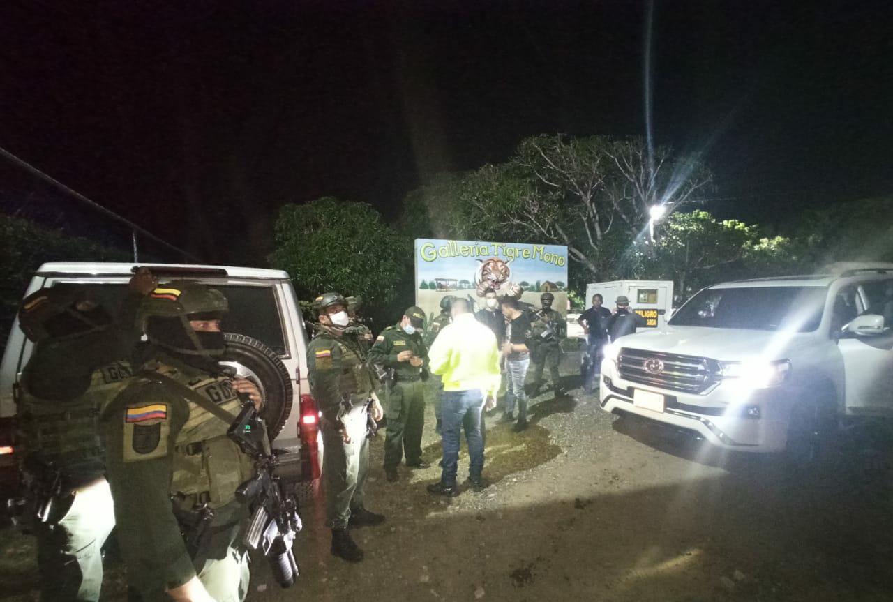 https://www.notasrosas.com/Policía Guajira captura a organizador de fiesta clandestina, en la gallera 'Tigre Mono'