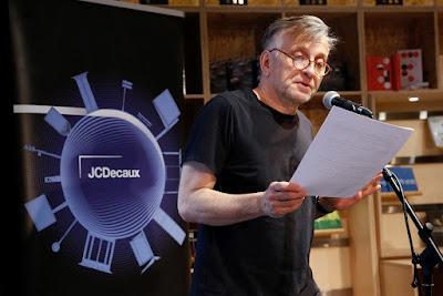 A JCDecaux Álljon meg egy novellára! 2018. pályázatának díjátadója a Magvető Caféban, Mácsai Pál olvassa fel a novellákat.