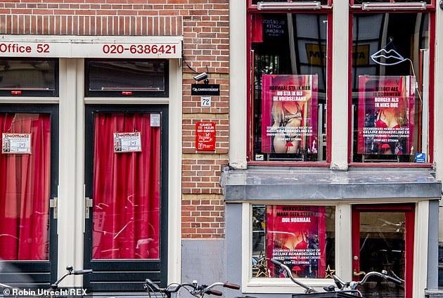 Amsterdam, viene dato il via libera per riaprire il quartiere con le luci rosse