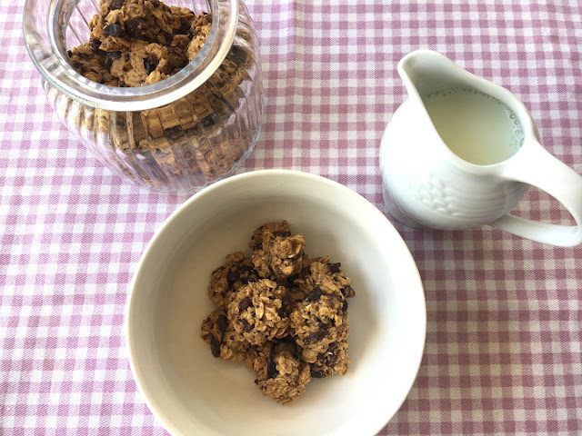 Mini cookies de avena y chocolate o cereales de cookies