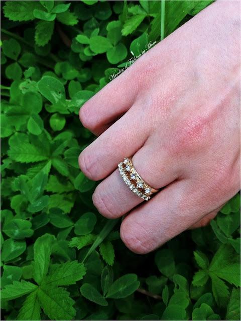 Złote pierścionki z diamencikami Sinsay
