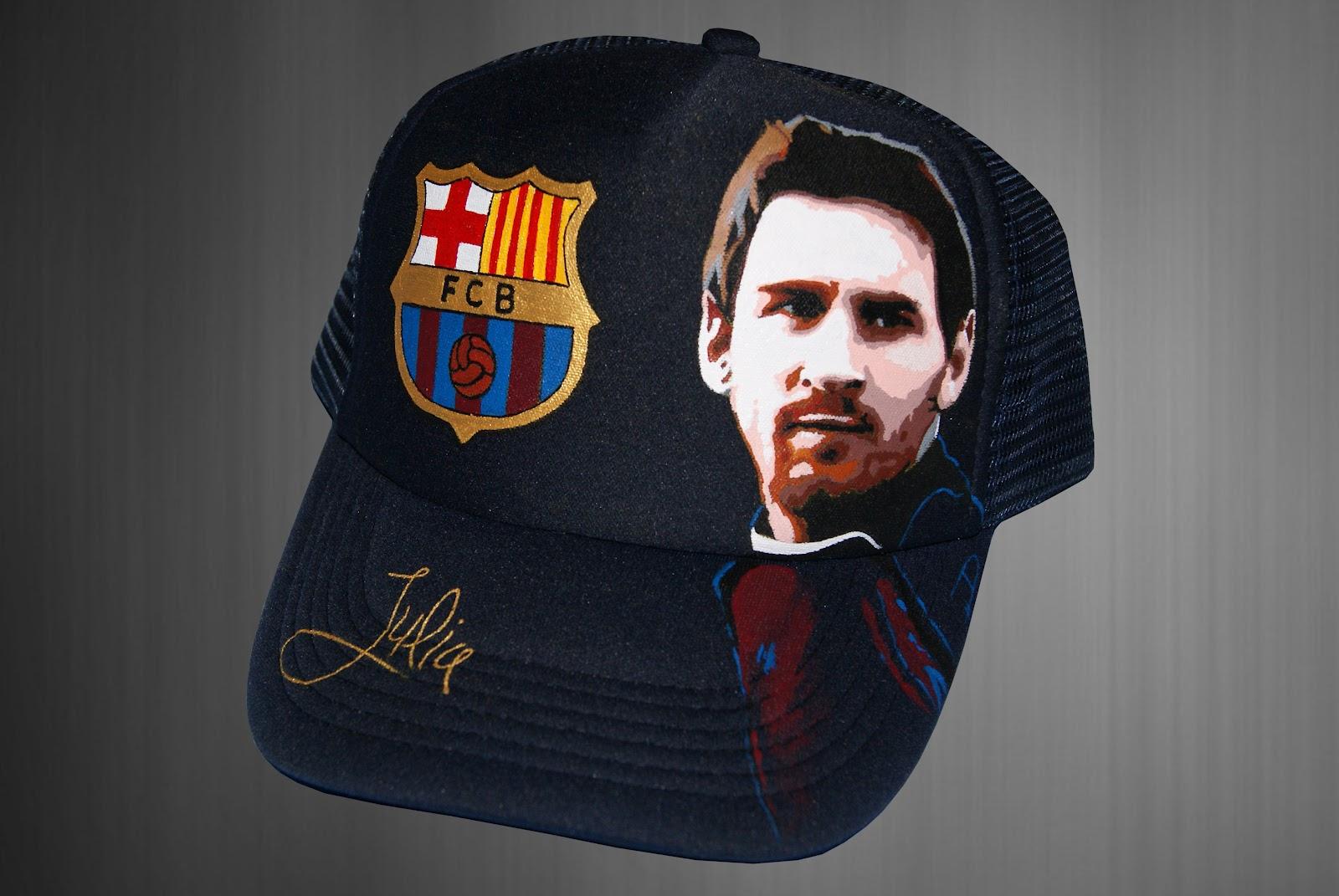 daec75b9a49a7 Otra gorra de Leo Messi personalizada para Julia con el escudo del Fútbol  Club Barcelona.