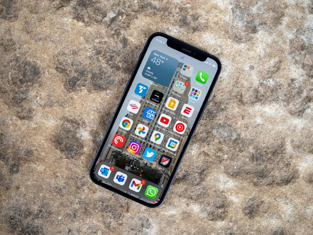 تصميم وشاشة iPhone 12