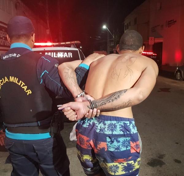Três homens armados assaltaram uma casa lotérica no início da tarde desta quinta-feira (21)
