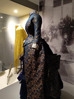 Vestido de época en el museo vasco de Bilbao