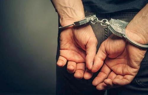 Χειροπέδες σε 42χρονο αλλοδαπό στην Αργολίδα με 5 εντάλματα σύλληψης για ληστείες και κλοπές