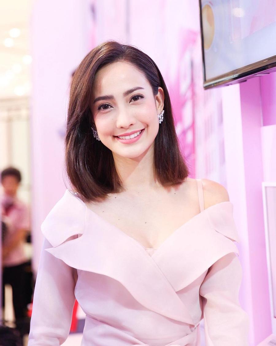 artis manis dan seksi Thailand Nittha Jirayungyurn