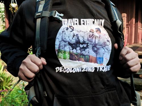 Desain untuk outfit traveling sablon hoodie di Instaprint.
