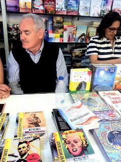 José Cabrera firma ejemplares en la Feria del Libro de Madrid 2016