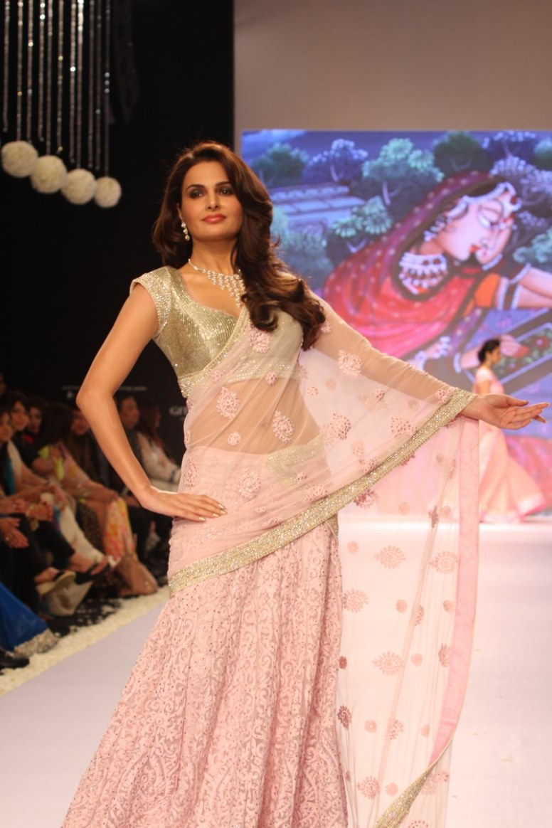 Hindi Tv Serial Actress Hot Navel Show Photos - Girlz -3405