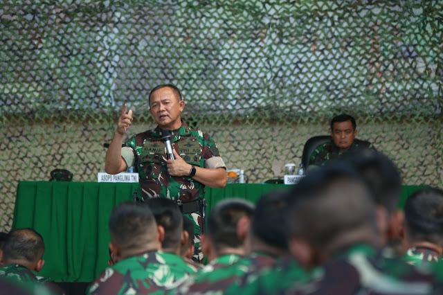 Asops Panglima TNI Periksa Kesiapan Satgas Pamtas RI-Malaysia di Garut