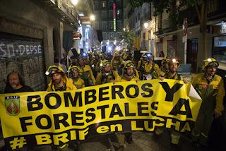 Multados tres bomberos forestales de la BRIF Daroca por una protesta en Huesca durante la huelga