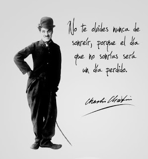 "frase de Charles Chaplin ""No te olvides nunca de sonreír, porque el día que no sonrías será un día perdido"""