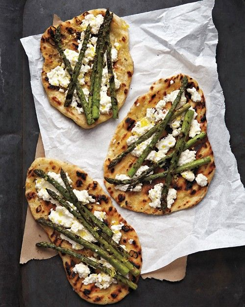 Grilled Asparagus and Ricotta Pizza #recipes #pizza #pizzarecipe #food #foodporn #healthy #yummy #instafood #foodie #delicious #dinner #breakfast #dessert #lunch #vegan #cake #eatclean #homemade #diet #healthyfood #cleaneating #foodstagram