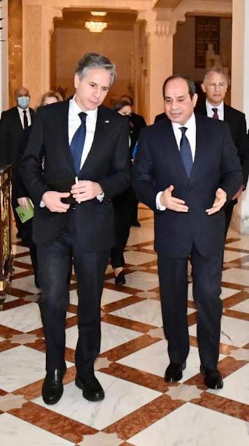 السيسي يستقبل وزير خارجية الولايات المتحدة الأمريكية بحضور وزير الخارجية ورئيس المخابرات العامة